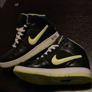 Nike black and neon yellow fits like a W 7